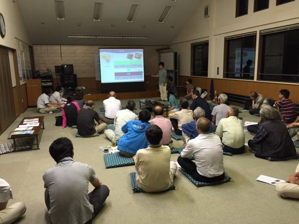 初の住民懇談会。田中より取り組みの概要を説明。