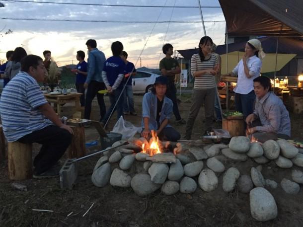 この炉も探検部の子供たちが作ったもの。石組みの石は畑を掘ったら出土?した石。丸っこいから、木曽川の流れにあった石かな?