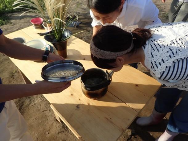 畑で採れた生姜で作った生姜茶でブレイク。